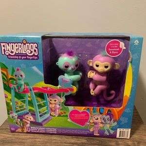 Fingerlings Monkey Bar Play Set Two Fingerlings